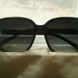 "Oscar De La Renta ""Jackie O"" style sunglasses"